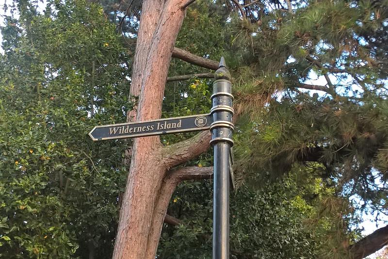 Sign Post Grove Park Carshalton