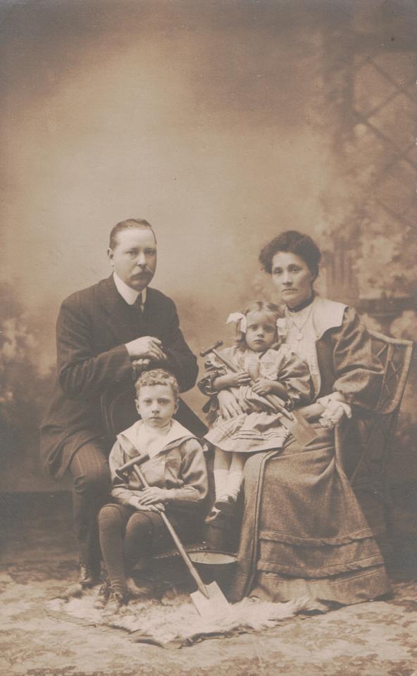 Frank Martin Mayhew And Edna Ellen Mayhew Nee Edwards c.1910