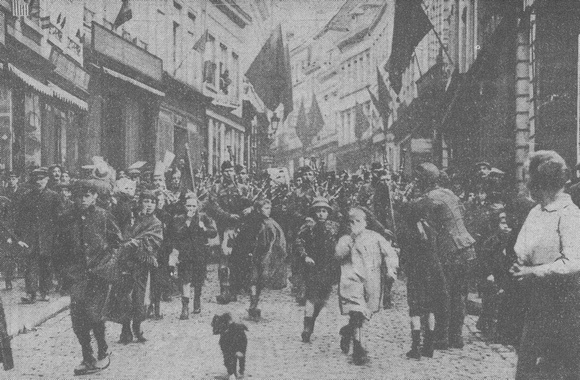 Canadian Soldiers Entering Mons Nov 1918